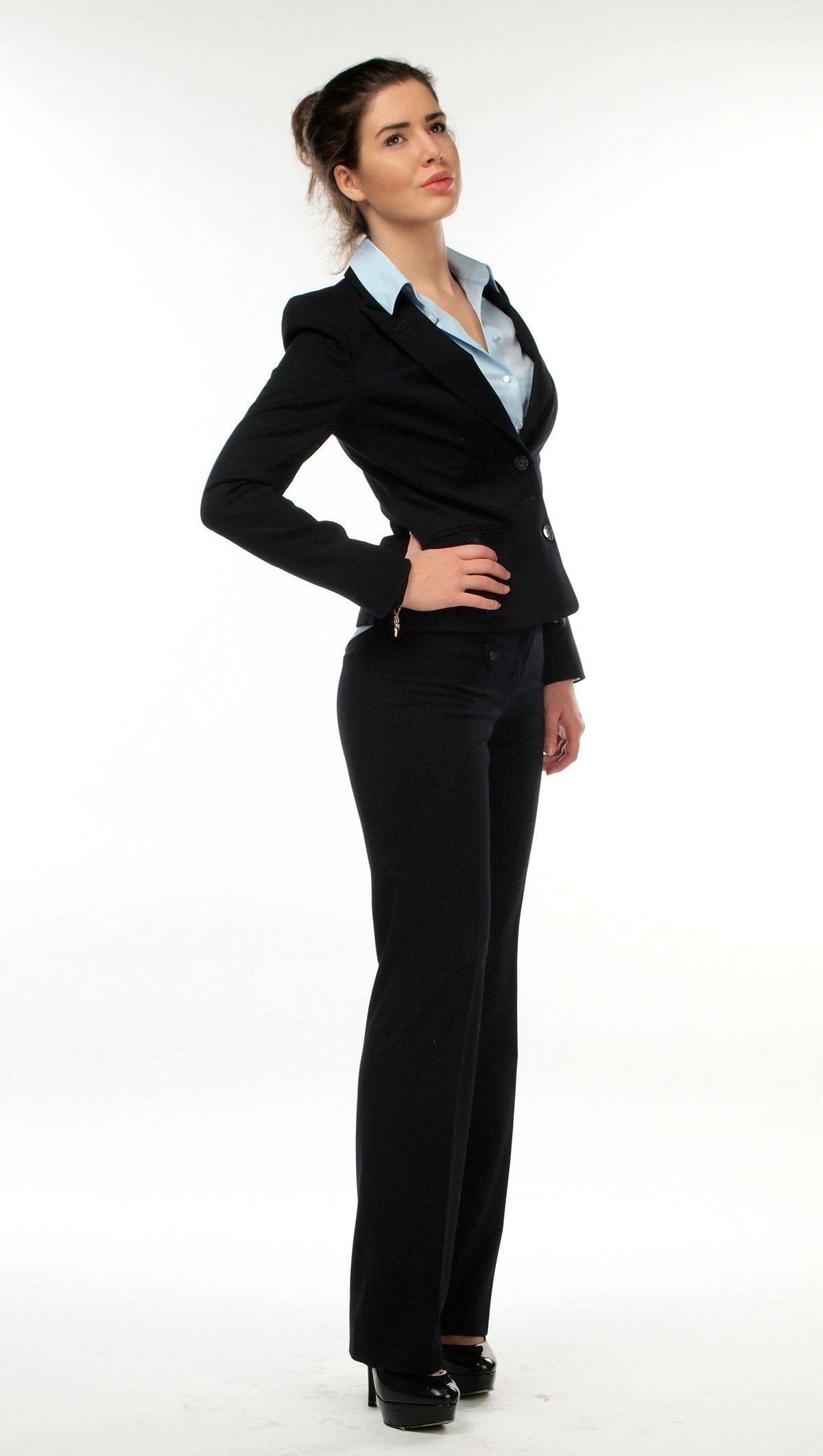 devushka-v-delovom-kostyume-video-seks-vintazhnoe-onlayn-polnometrazhnoe