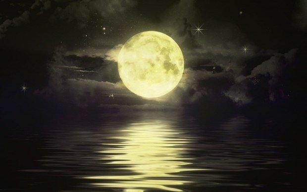 Луна купалась в море голышом...