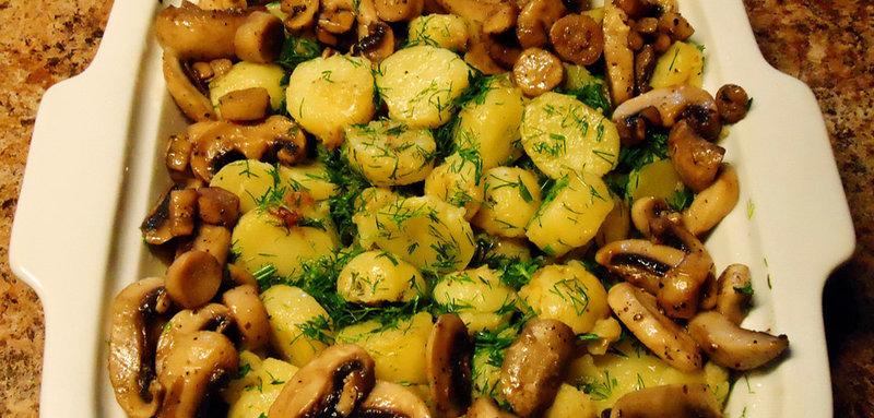 Тушеные грибы с картошкой и горохом