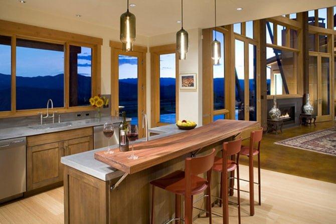 Терракотовые стулья на кухне