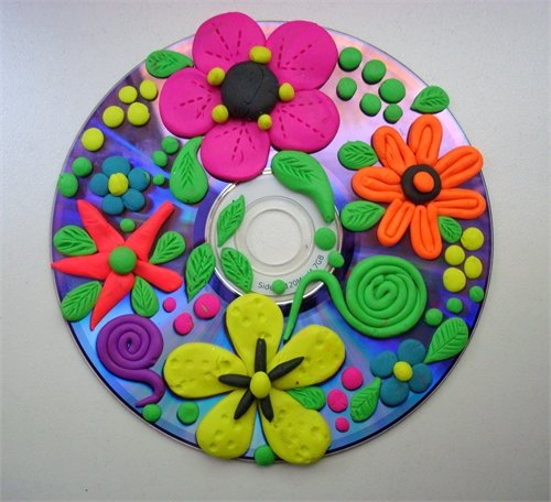 Поделка с пластилинами на диске