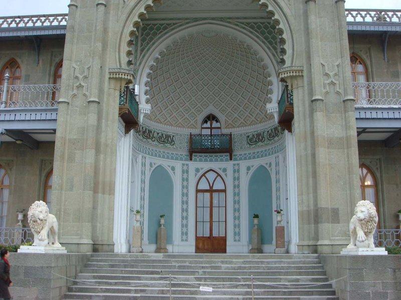 Воронцовский дворец. Портал в восточном стиле.