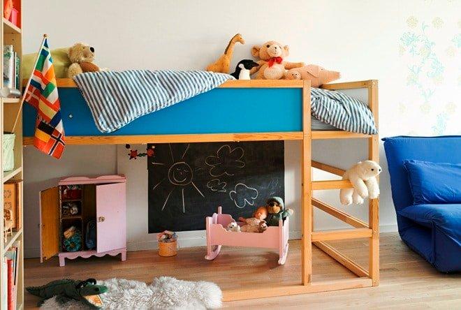 Детская кровать своими руками, созданная любящим родителем по индивидуальному эскизу, - это то, что будет притягивать взоры вашего чада и всех его друзей