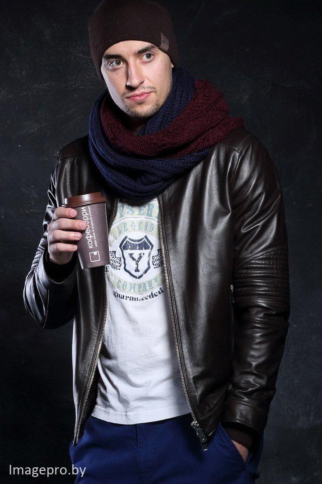 шапка с кожаной курткой фото
