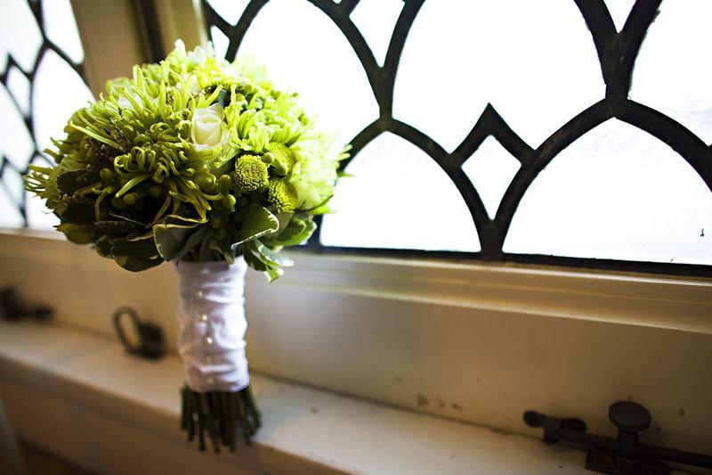 Зеленые свадебные букеты — это свежесть, яркость и символ духовного процветания.