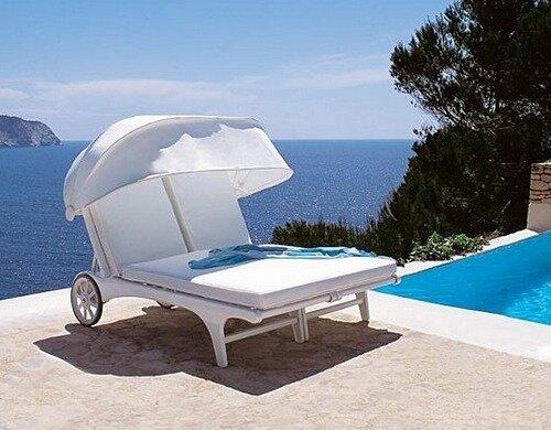 Для комфортного отдыха в саду или на даче лучше всего купить садовую мебель, в том числе и шезлонги и лежаки для дачи