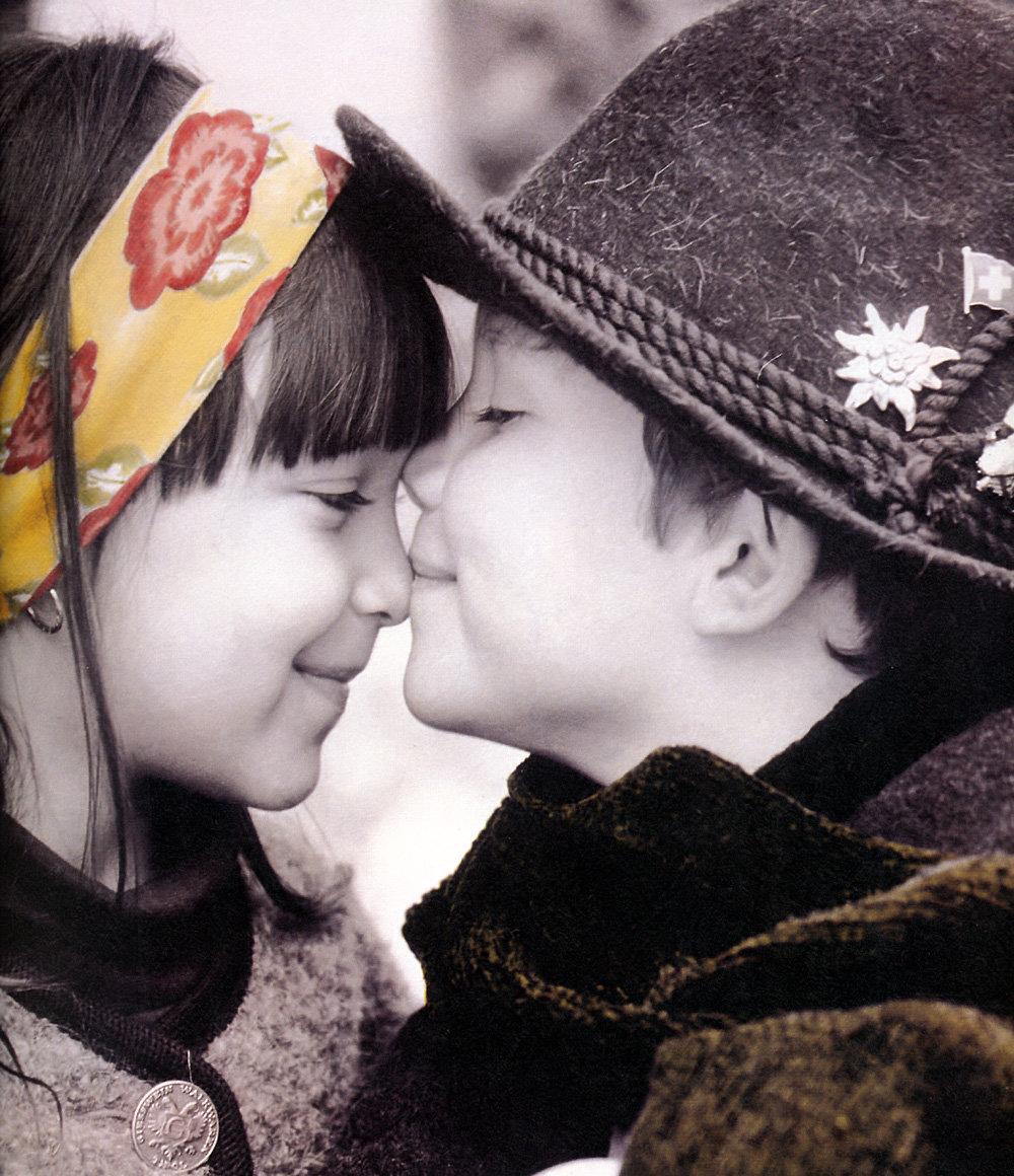 Мальчик девочка любовь картинки, открытки розы открытка