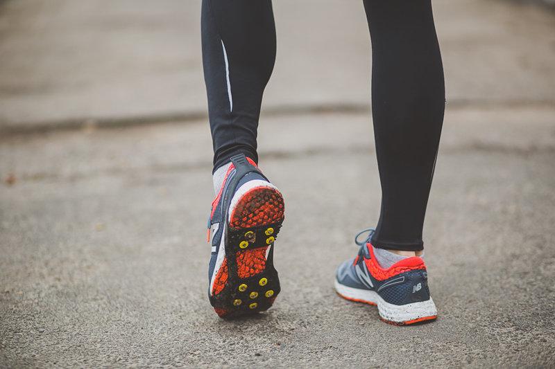 На что стоит обязательно обратить внимание, если вы отправились в магазин покупать кроссовки для бега зимой.