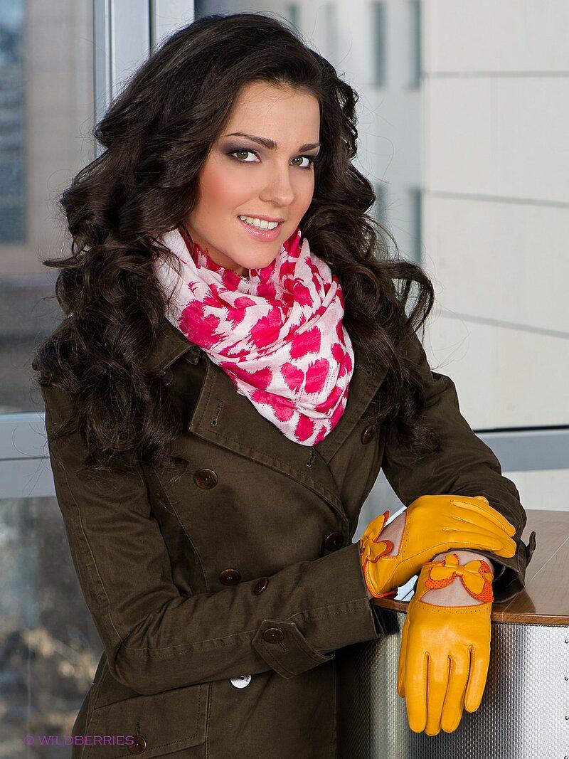 Стильные кожаные перчатки с вырезом на тыльной стороне с бабочкой.