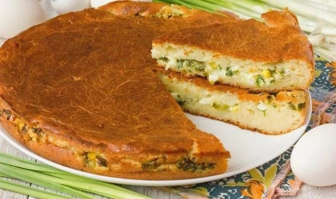 Заливной пирог с зеленым луком на майонезе