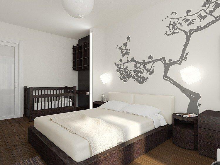 Окрашивать такую комнату нужно в светлые оттенки, не раздражающие зрение, чтобы складывалось ощущение спокойствия и умиротворения. Желательно не наносить краску, которой требуется разбавление растворителем.