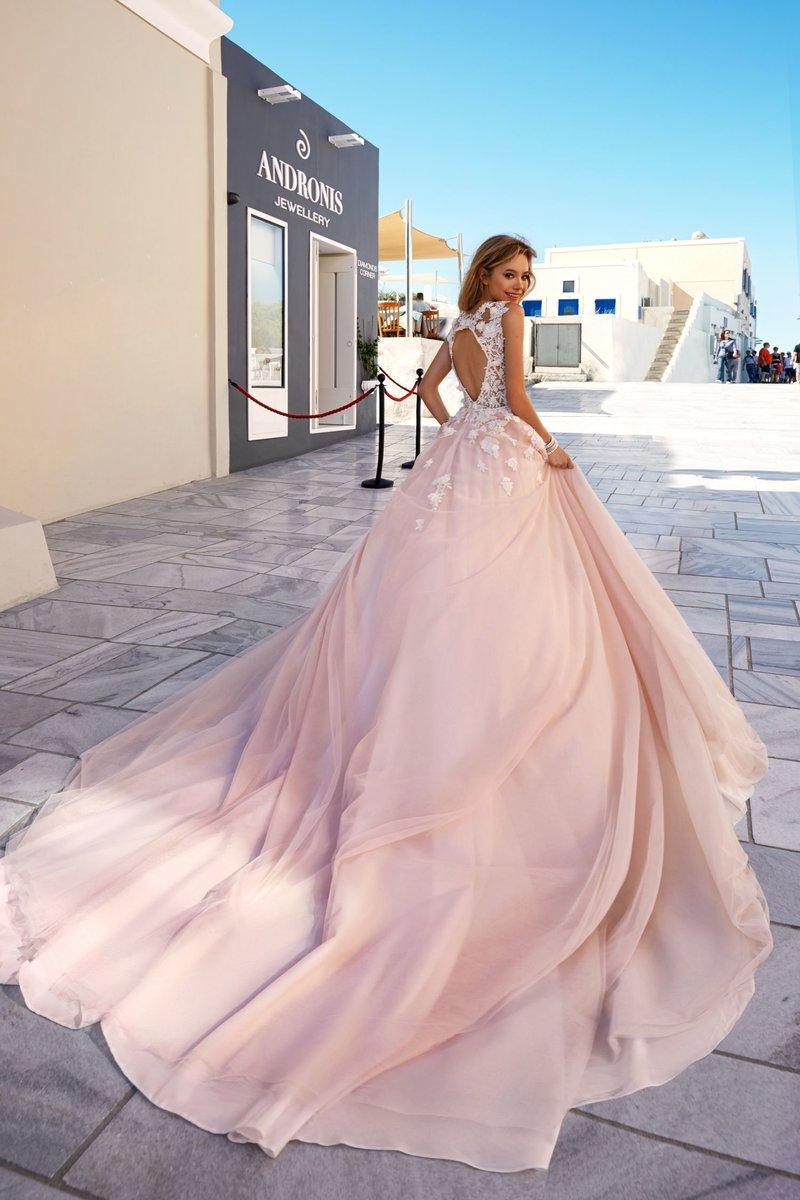 Свадебный образ невесты в 2017 году  в розовом легком платье