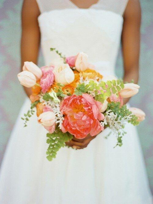 Красивые свадебные букеты сразу бросаются гостям в глаза, если они оригинальны и сделаны с душой