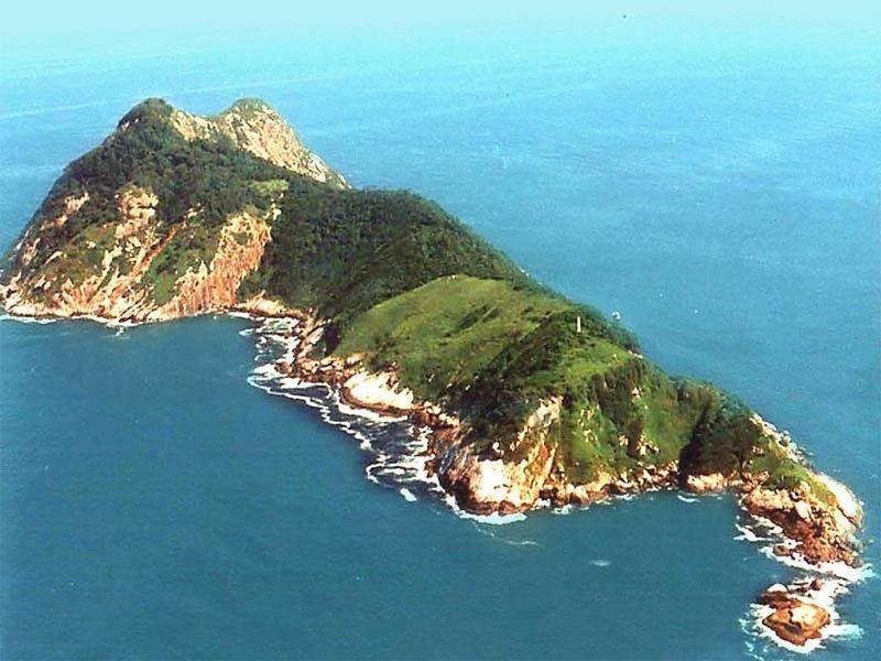 Змеиный остров Недалеко от бразильского побережья, к югу от города Сан-Паулу, расположен остров Кеймада-Гранди – место совершенно нетронутое человеком из-за очень веской причины.