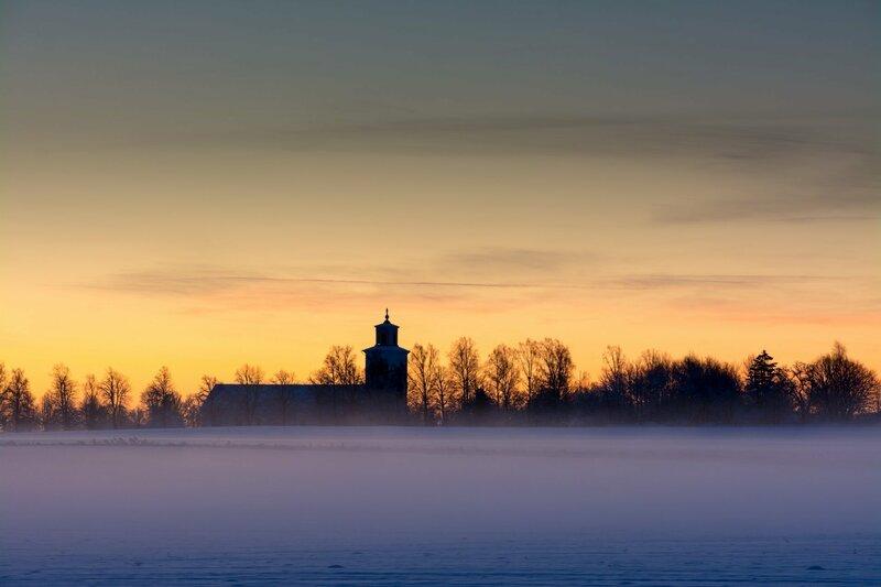 туман и колокольня