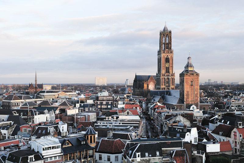красивый нежный закат в городе Утрехт