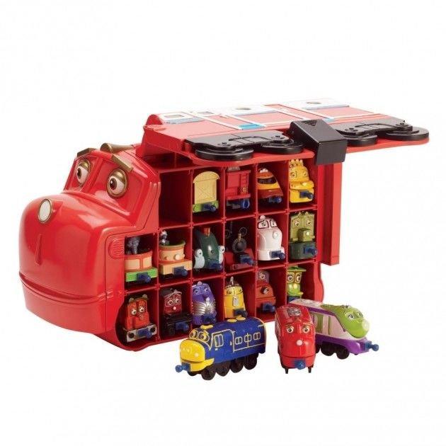 Ярко-красный кейс Большой Уилсон Chuggington Die-Cast — это огромная игрушка с удобной ручкой, в которой найдется место для 17 маленьких паровозика из Чаггингтона!