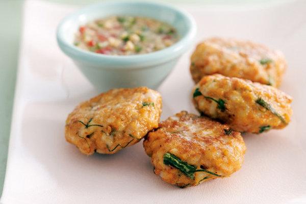 Приготовьте на ужин нежные рыбные котлеты. Рецепт (очень вкусно) из трески вы найдете в нашей статье.