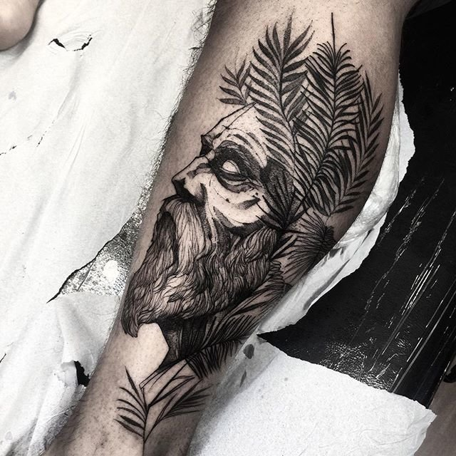 Татуировка мужская на икре в графике