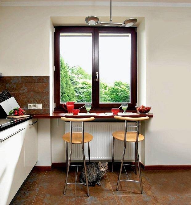 Столешница кухни выше подоконника