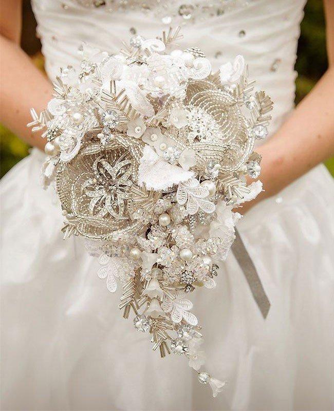 Доставка, букет невесты оформление цветами свадебного платья