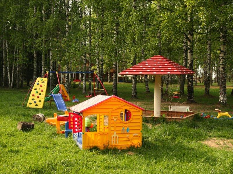 Зона отдыха на даче для детей и взрослых