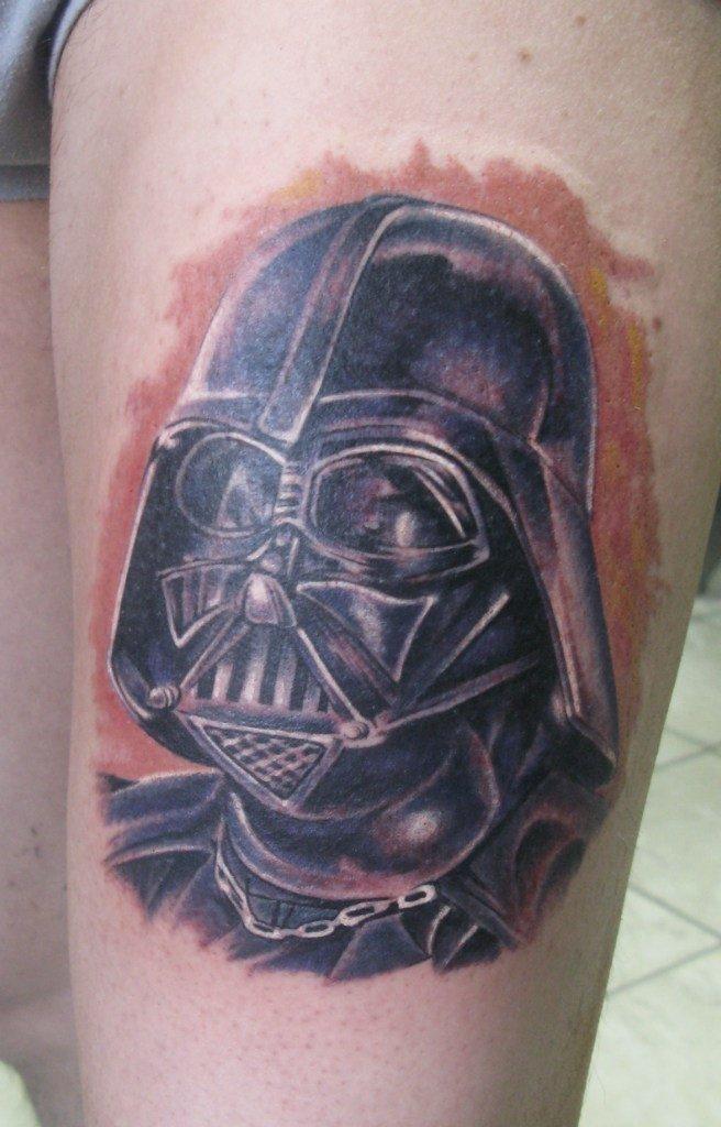Дарт Вейдер татуировка на бедре