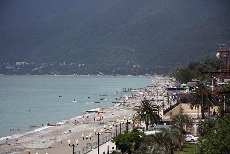 Новые гагры фото города и пляжа
