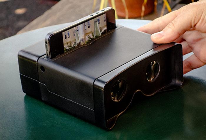 Называется гаджет Poppy и превращает iPhone в камеру, способную снимать трехмерные фотоснимки и/или видеоролики, а также в плеер для воспроизведения и просмотра 3D-контента.