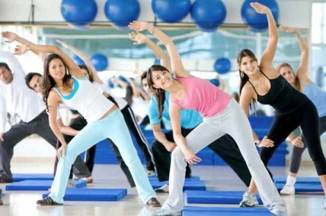 выполнения шейпинг-упражнений, то все они должны выполняться очень спокойно, в крайне умеренном темпе. Очень важна амплитуда движений — она должна быть максимальной. Если для какого-либо упражнения рекомендованы отягощения, то они должны быть незначительными. Кроме того, следует принимать во внимание, что занятия шейпингом предусматривают значительное количество повторений каждого упражнения.