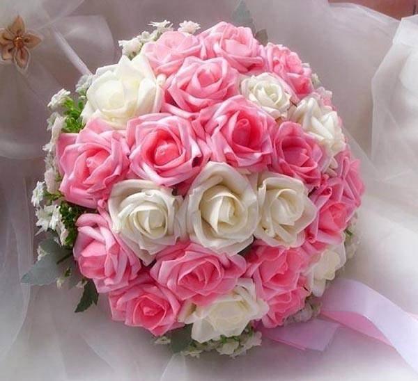 Розовый цвет - чистый, легкий, указывает на то, что такими же будут отношения между молодоженами.