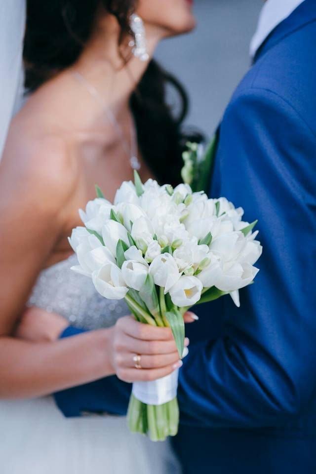 Свадебный букет из тюльпанов и фрезий