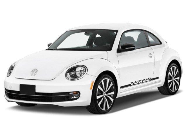 Автомобиль Volkswagen Beetle хетчбэк 3 дв, белого цвета