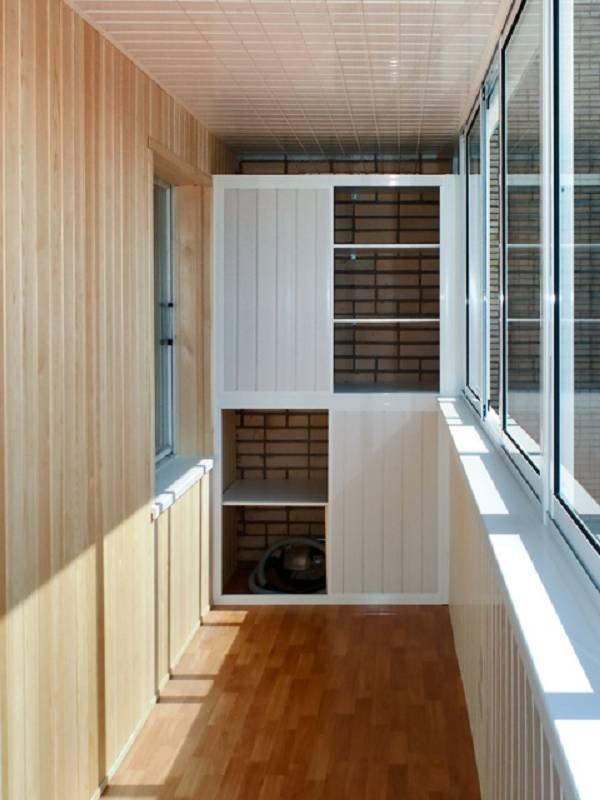 Сделайте шкаф на балконе для хранения вещей, создания библио.