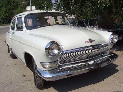 Автомобиль СССР белого цвета