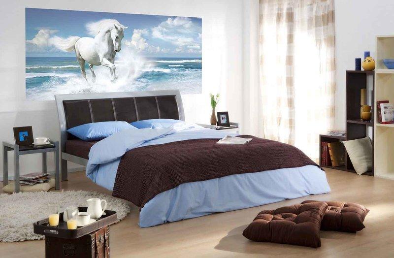 фотообои Белая грация в интерьере спальни