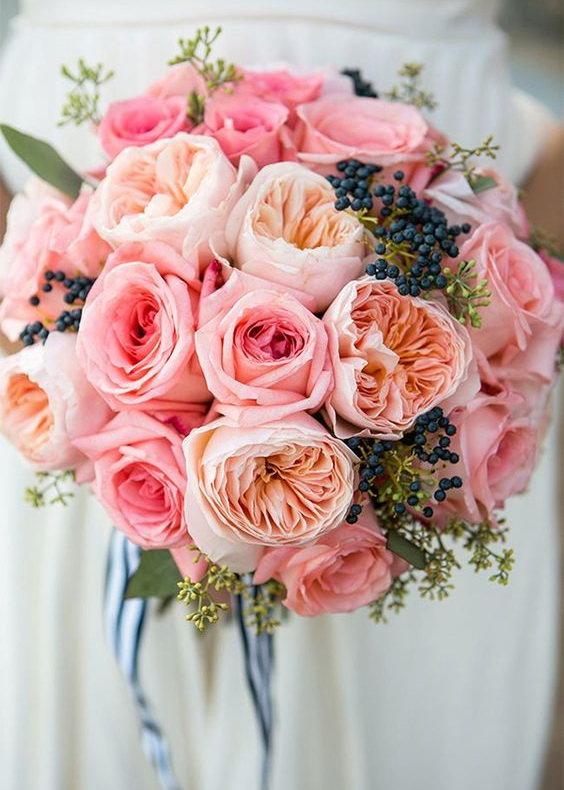 Пионовидные розы – само совершенство.