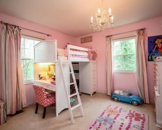 Кровать чердак с рабочей зоной можно использовать для детской комнаты, в малосемейках, квартирах-студиях, а также для дачных домиков.