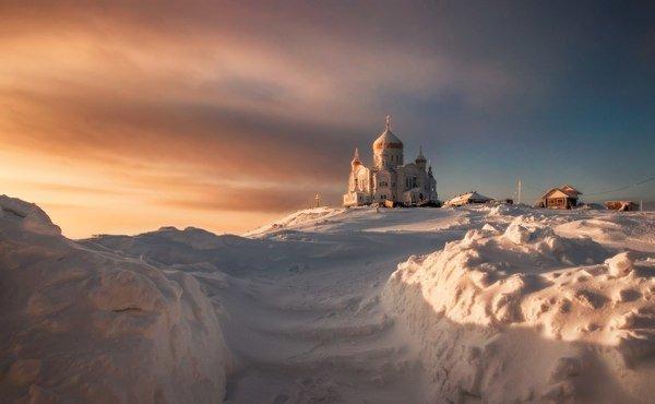 Белогорский монастырь находится на Белой горе - высочайшей вершине Тулвинской возвышенности. Расположен в Кунгурском районе, Пермского края.