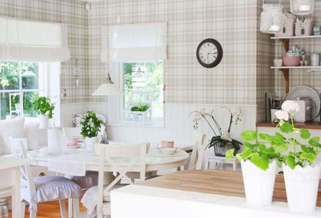 Светлая и уютная кухня