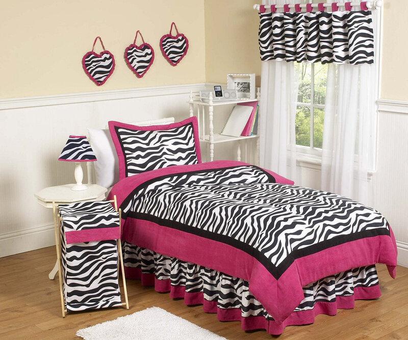 Самый быстрый и простой вариант  найти подходящее применение принту зебры — это использовать такой рисунок в качестве обивки для мебели