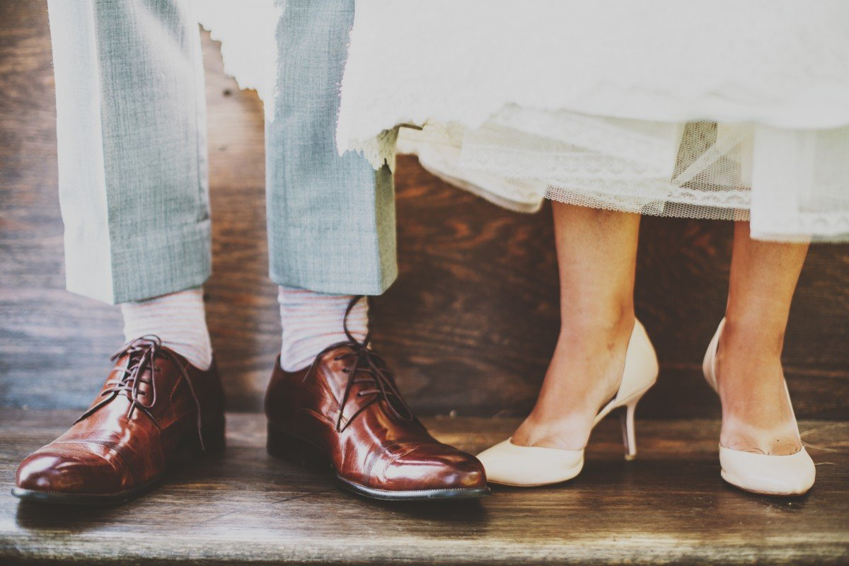 Картинка с обувью женской и мужской, кляксич буква
