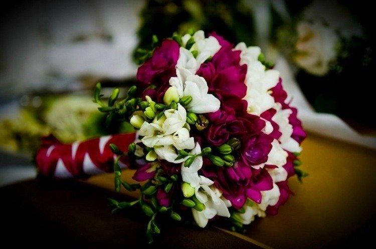Букет невесты из фрезий