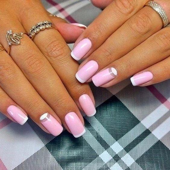 Розовый маникюр с френчем и лунным  обратным эффектом