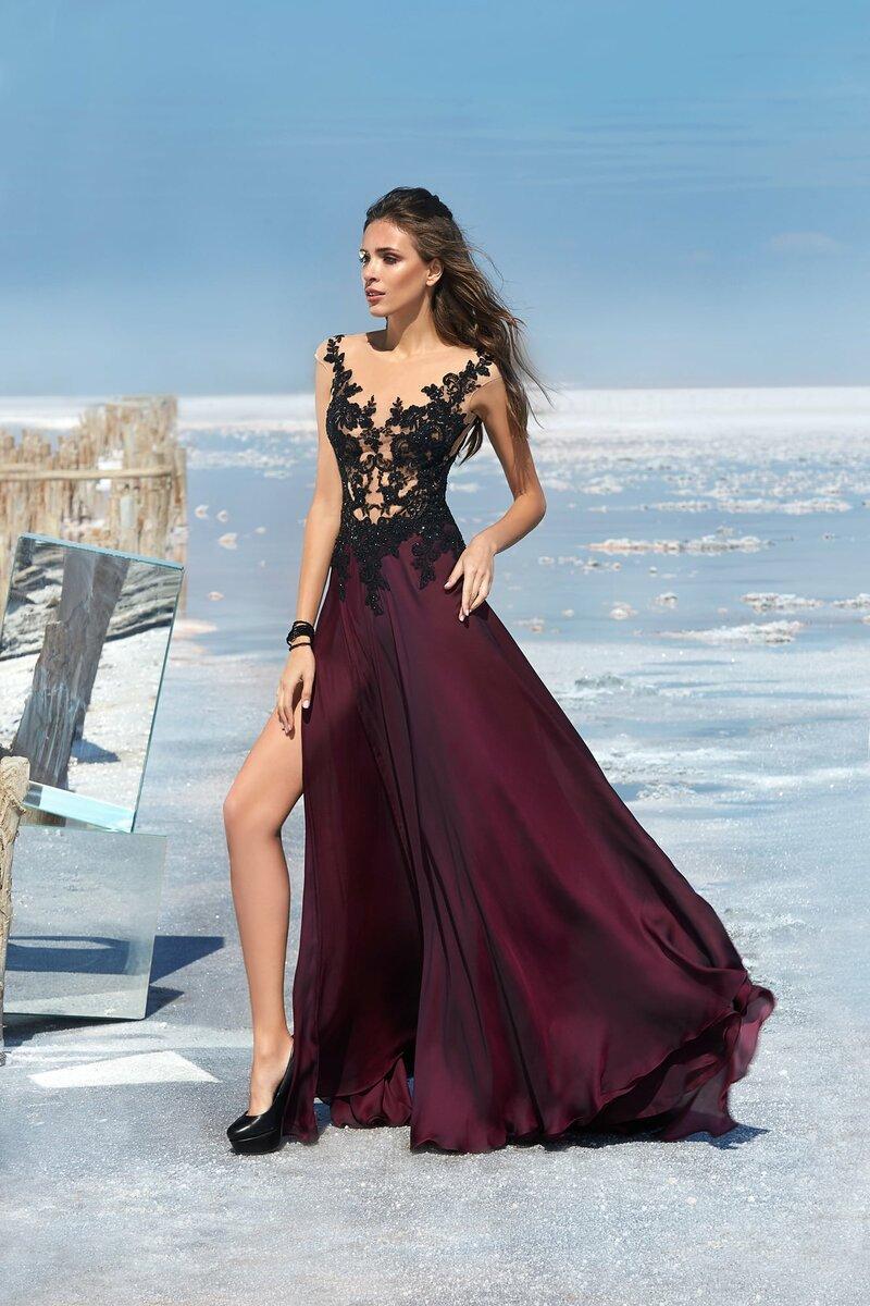 Вечернее платье с разрезом сбоку