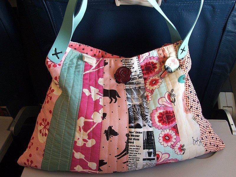Пэчворк сумка из разноцветных полосок ткани.