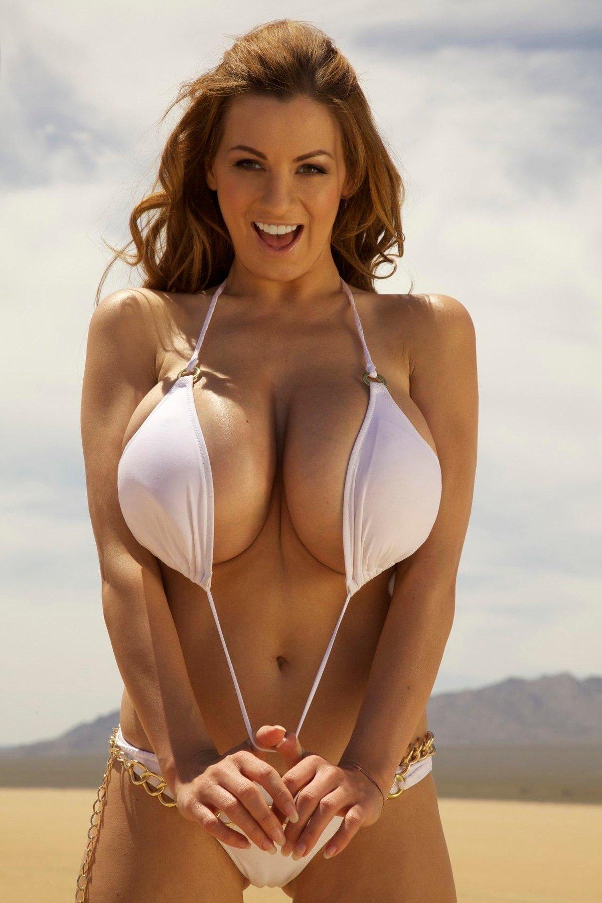 Фото девушек с огромной грудью