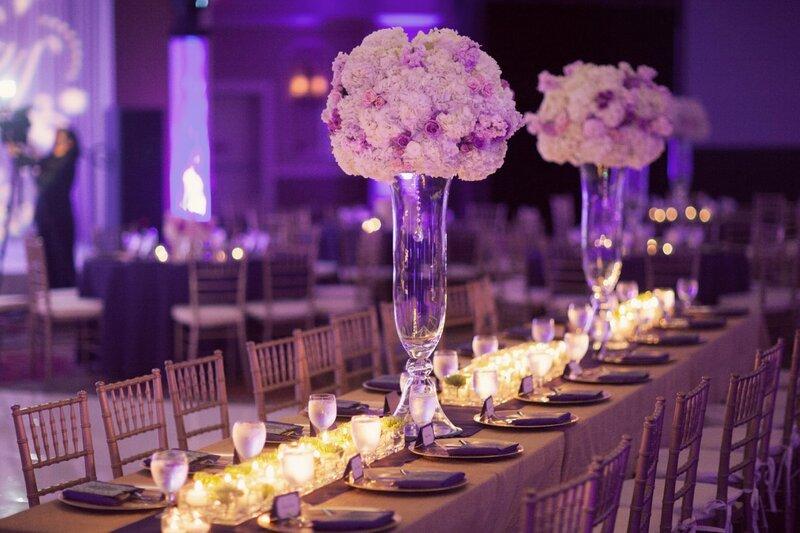 Оформление свадьбы включает в себя не только  работу с живыми цветами, НО и работу с текстилем. Живая флористика, текстиль и декор = это формула не только красивой картинки, это  залог стильной свадьбы в целом!