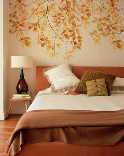 Осенние цвета в интерьере, узоры и принты осени для декора дома ... Узор из осенних листьев на стене в спальне