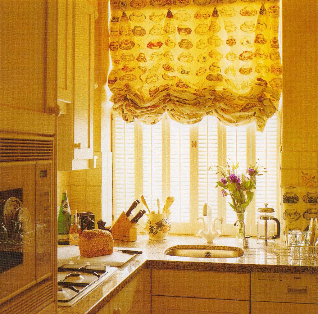 картинки шторы на окно маленькая кухня
